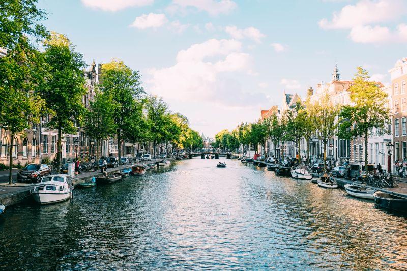 O letních prázdninách do Amsterdamu. Letenky od 1321 Kč s odletem z Prahy