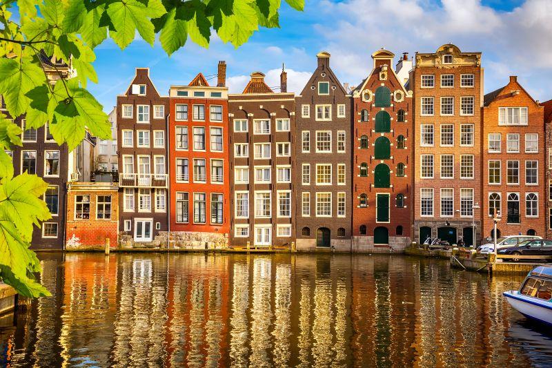 Půjčte si kolo a prozkoumejte bezstarostný Amsterdam. Letenky od 2000 Kč