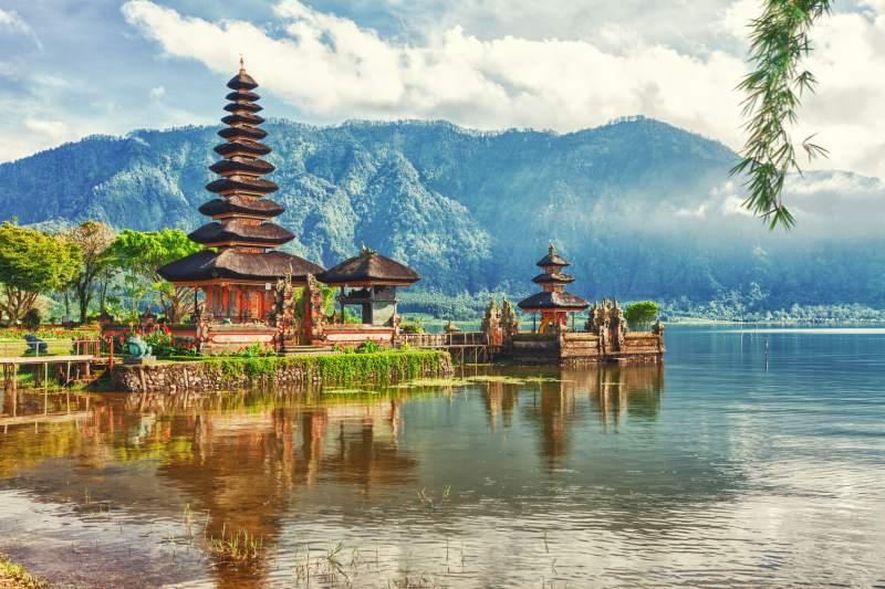 Pohodlně na Bali s jedním přestupem. Letenky za 12780 Kč s odletem z Prahy