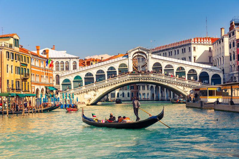 Romantické Benátky přes letní prázdniny. Letenky od 1050 Kč s odletem z Prahy