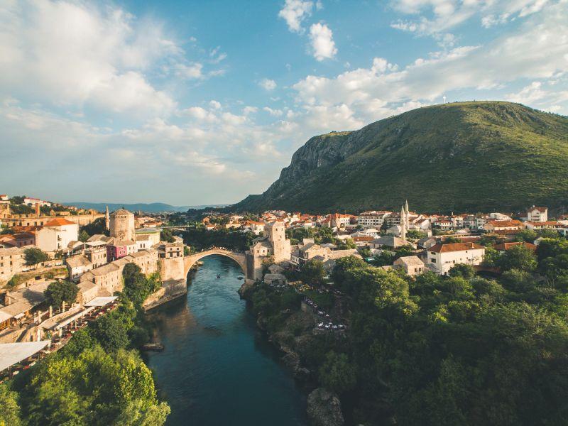 Malebná Bosna a Hercegovina na konci prázdnin. Letenky do Tuzly od 1070 Kč s odletem z Vídně