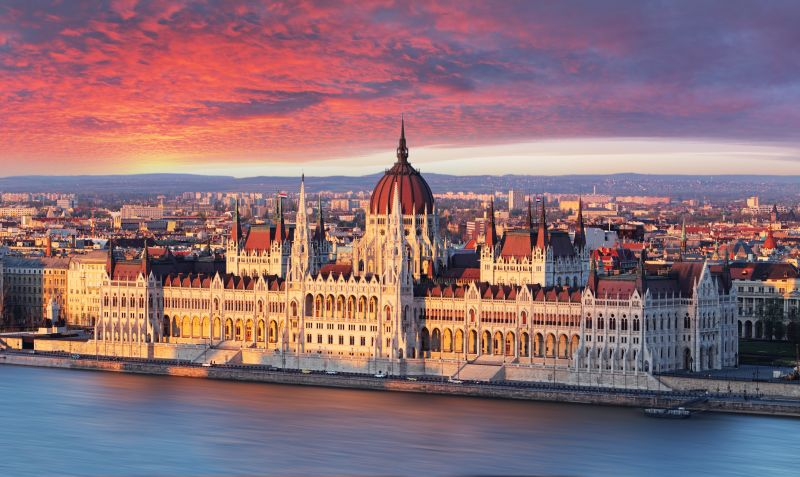 Valentýnský prodloužený víkend v Budapešti. Letenky od 689 Kč s odletem z Prahy