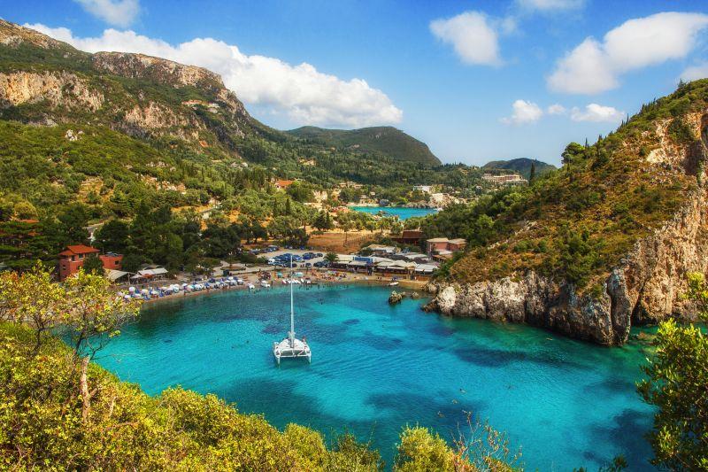 Zelené Korfu na začátku sezóny za super ceny. Květnové letenky začínají na 903 Kč s odletem z Vídně