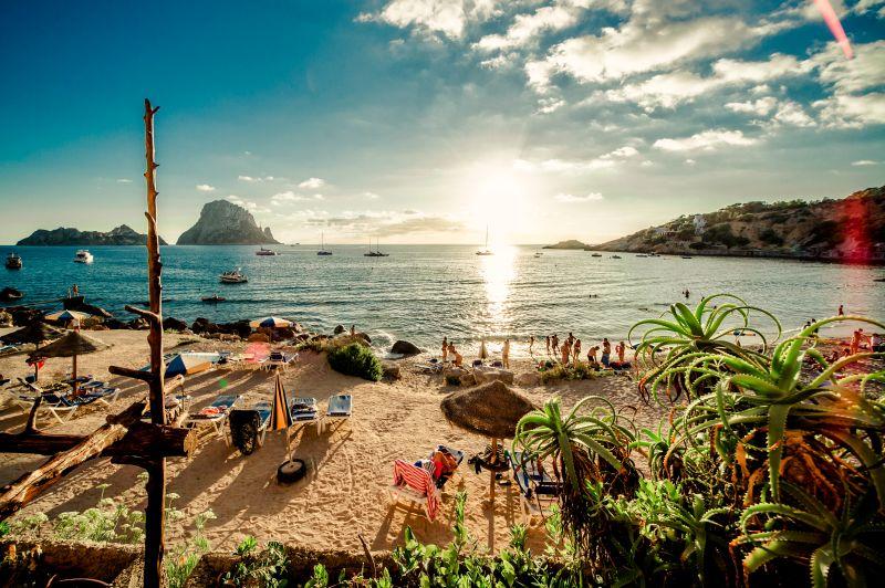 Party ostrov Ibiza na začátku sezóny. Květnové letenky od 901 Kč s odletem z Vídně