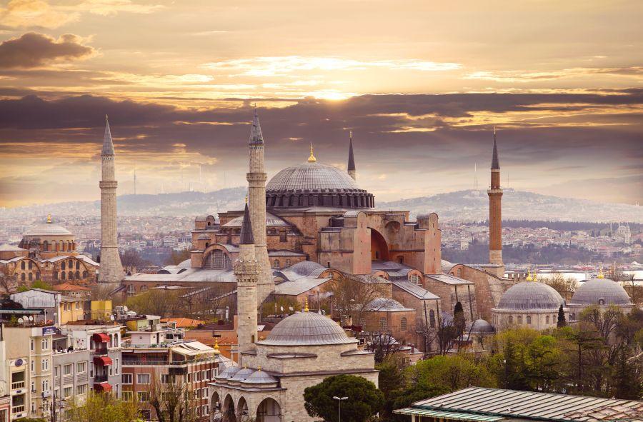 Exotický Istanbul. Přímé letenky od 2917 Kč s odletem z Prahy a Vídně