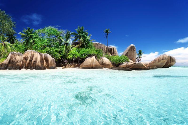 Seychely: Tropický ráj – jeden přestup a jste tam. Letenky za 12917 Kč. Odlet z Prahy