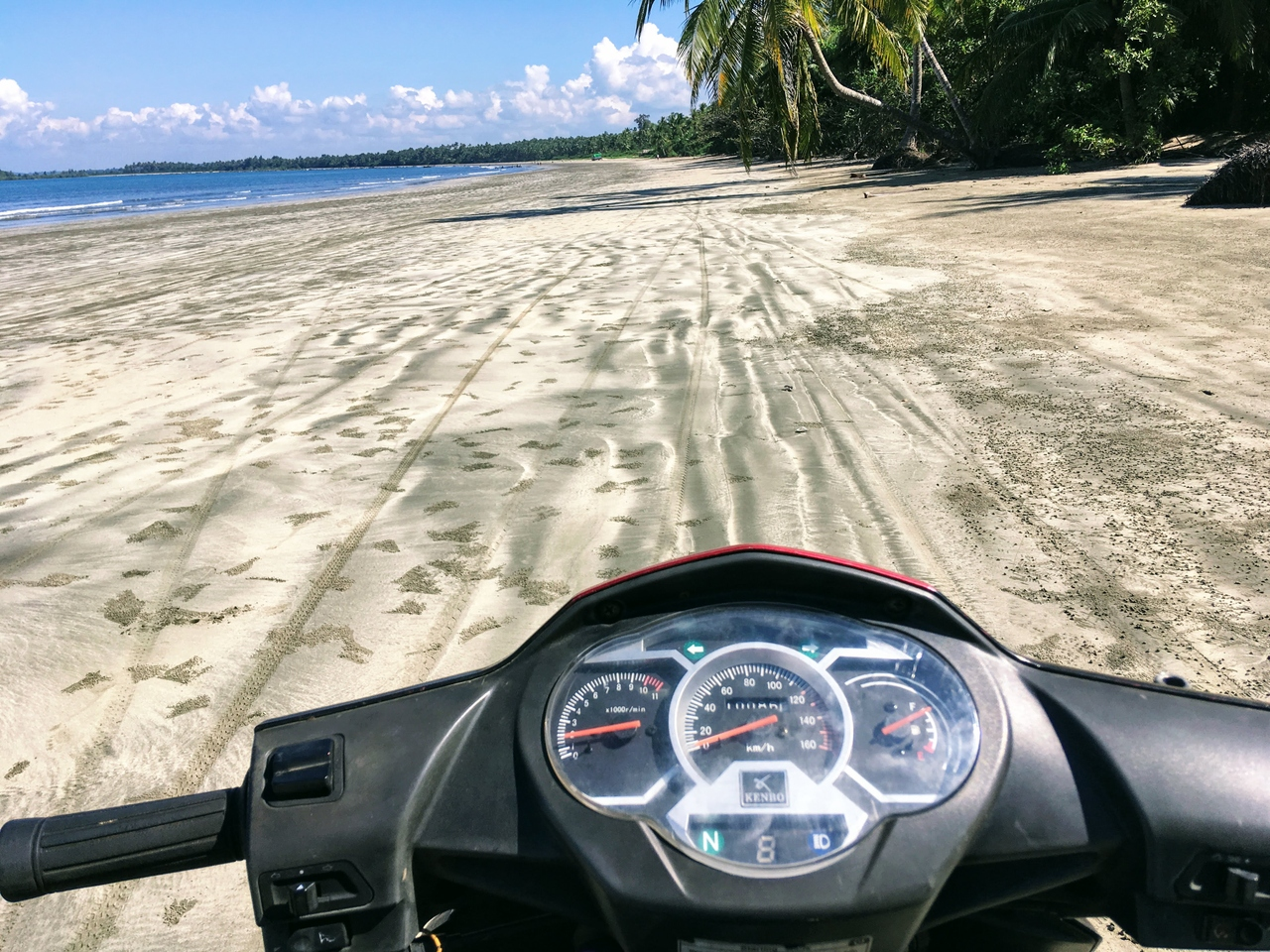 Ngwe Saung Beach – skútrem po dlouhých písčitých plážích