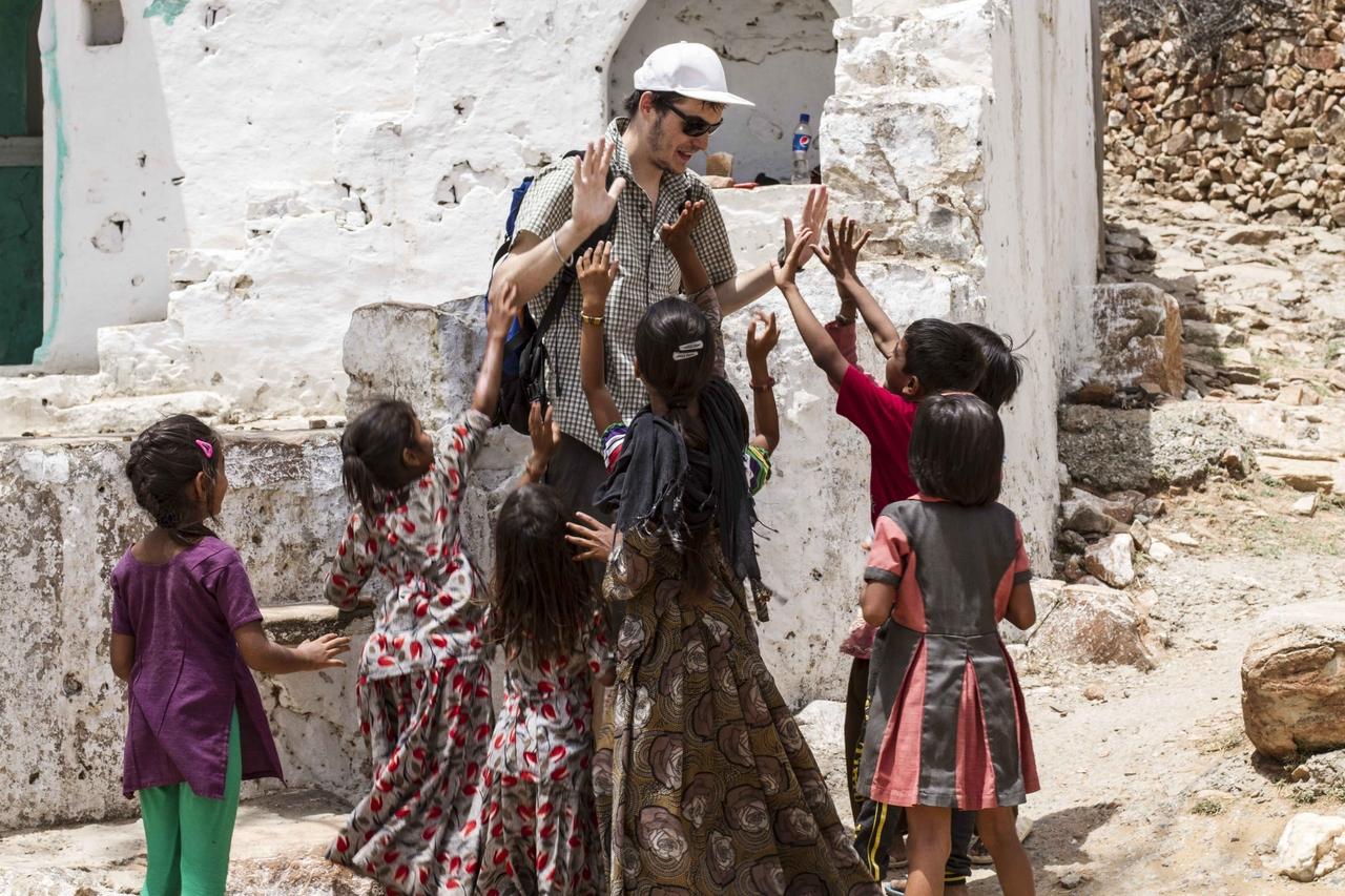 Na začátku to byla celkem sranda si takto plácat s dětmi, po dvou hodinách už menší. Pushkar